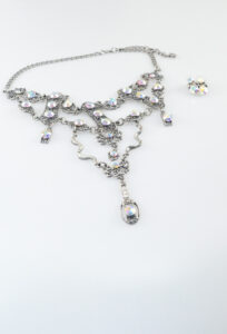 Swarovski Choker with matching earrings in silver color