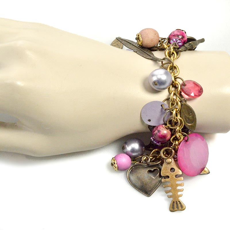 Pink charm bracelet on wrist Roze Bedelarmband