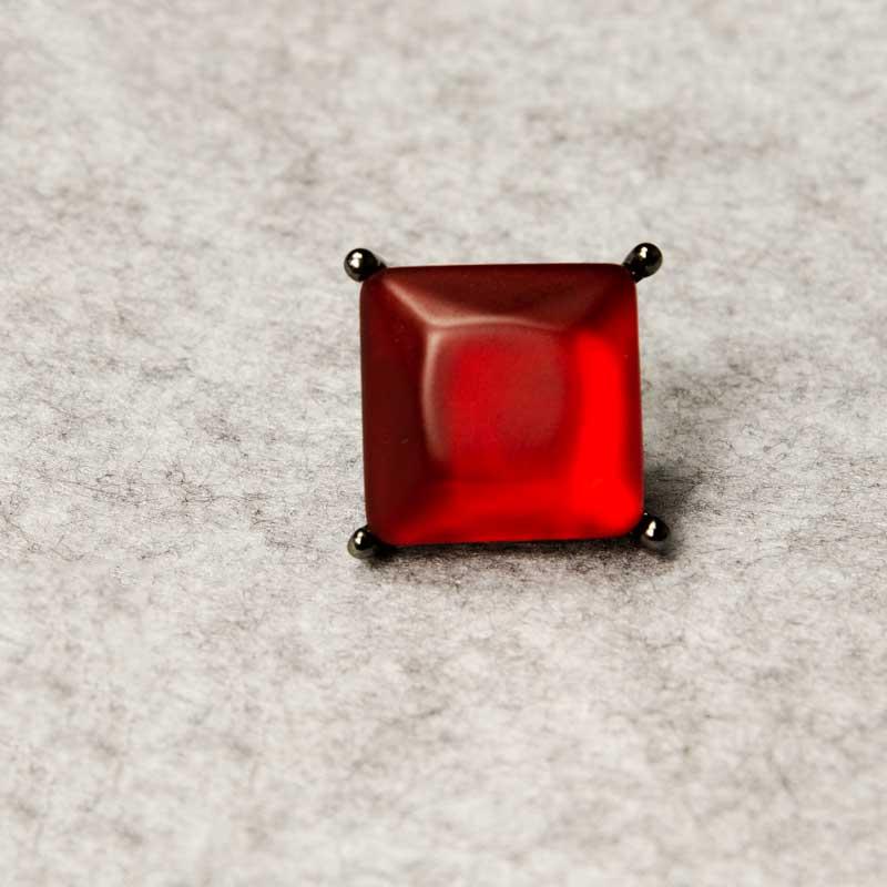 Bague Resina Rouge avec la juiverie en métal foncé