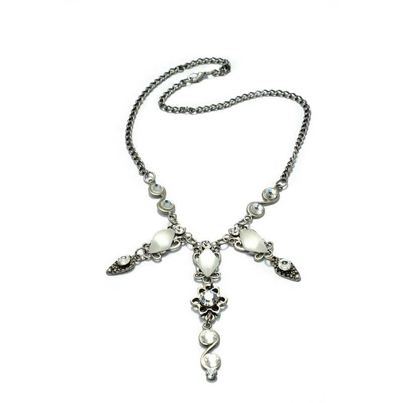 Three strand Necklace white