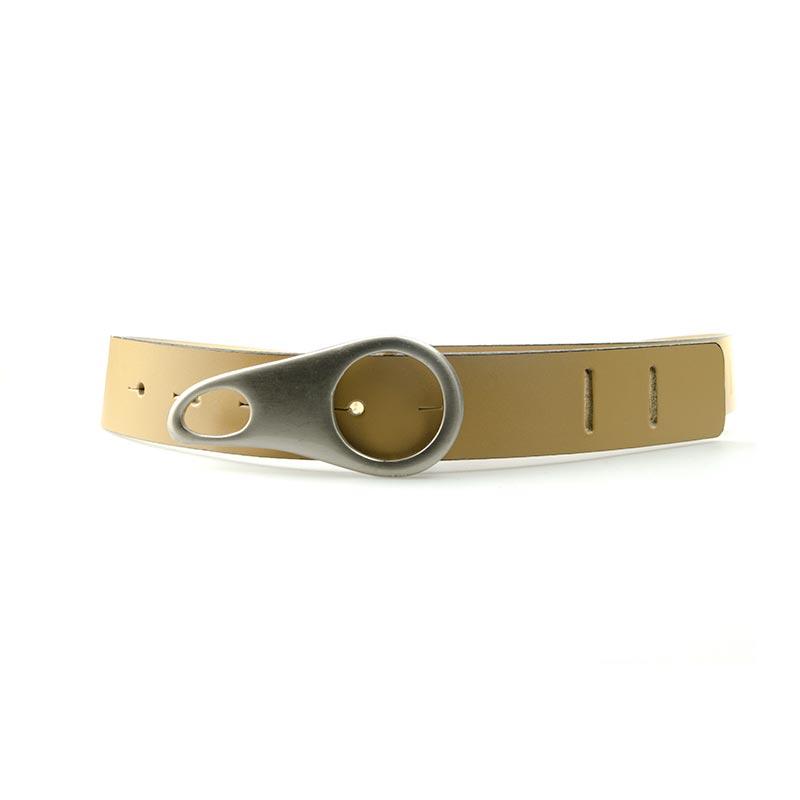 ceinture en cuir beige avec boucle speciale